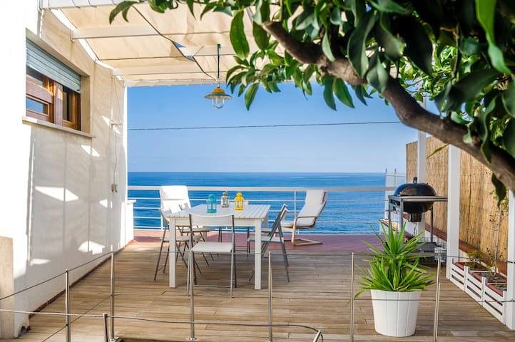 Grazioso appartamento  con accesso privato al mare - San Nicola l'Arena - Apartemen