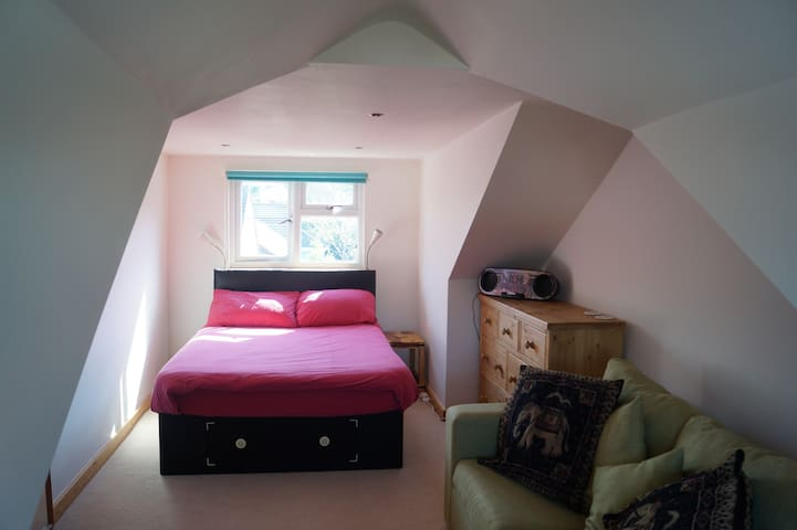 Croyde B&B double bedroom with pull out sofa bed - Croyde - Bed & Breakfast