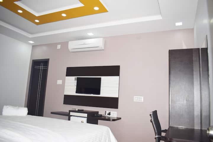 Deluxe Triple Room 102
