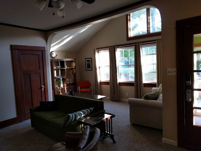 The Aviator Bungalow - Dayton - Bungalov