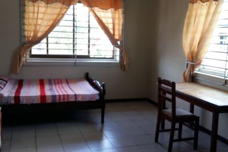 Privékamer max 2 personen - Paramaribo - Dům