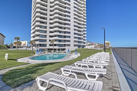 Oceanview 2BR Daytona Beach Condo w/ Deck! - Daytona Beach - Condominium