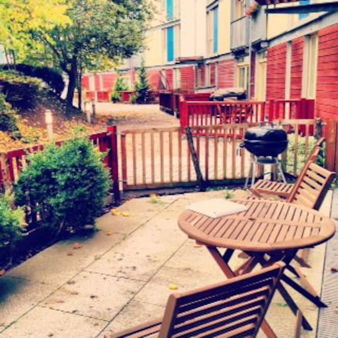 Access to private Garden, quiet and perfect for barbecues and breakfast outside.