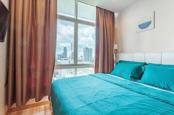 Comfy Living-1 Bedroom @BTS On Nut Station