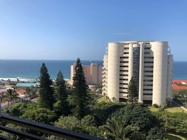 Central Umhlanga Lookout  Studio - DSTV & WIFI