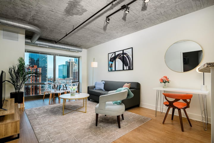 Kasa Chicago | Free Parking! Remote Work 1BD/1BA | South Loop