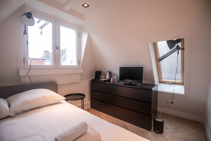 Superb Private Room 1 Minute From Anne Frank House
