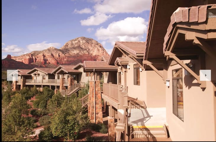 1 Bed: An Epic and Vibrant Red Rock Resort!