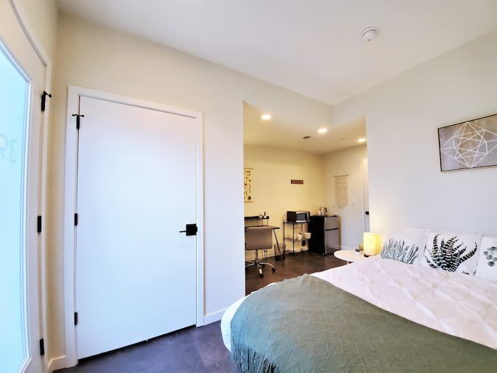 Studio in New, Modern Townhome w/ Private Access!