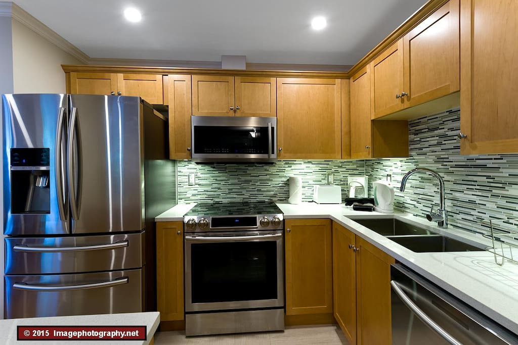 The fully equipped kitchen.
