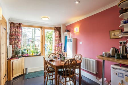 Welcoming one guest, or two , sharing a room. - Faversham - Bed & Breakfast