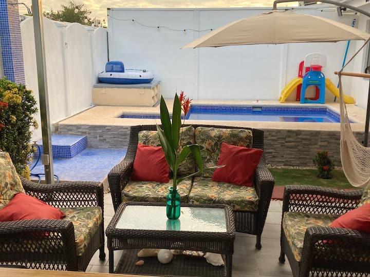 Casa familiar Playa Herradura- Piscina BBQ privado