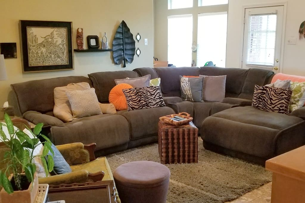 Comfy sectional w/recliner