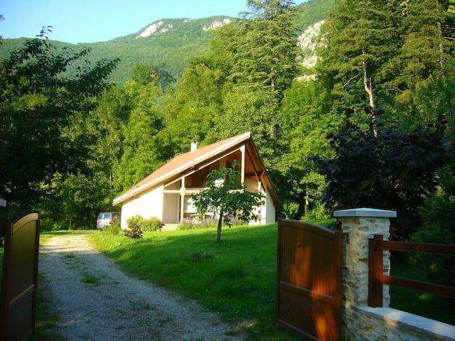 Maison de caractère dans la verdure - Aiguebelette-le-Lac - House