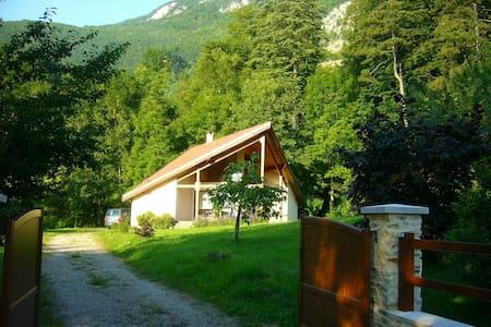 Maison de caractère dans la verdure - Aiguebelette-le-Lac