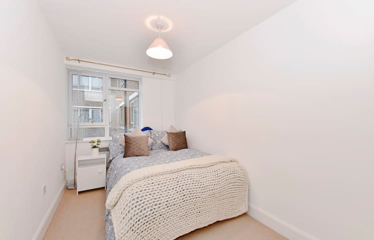 Spacious and bright 2 bedrooms flat