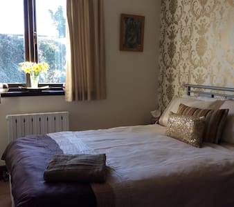 Lovely room near Bristol Airport