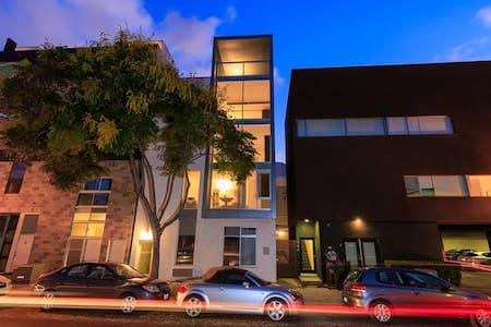 Contemporary Little Italy Condo - San Diego