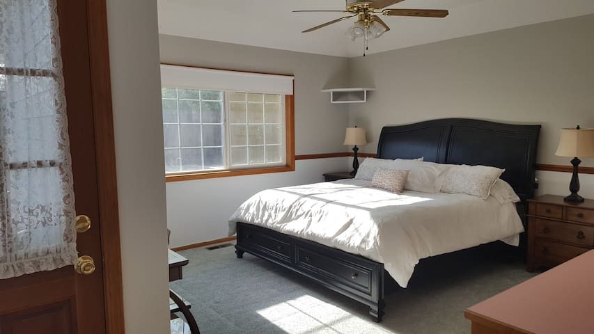 King bed/bath suite w/private entry near UofO