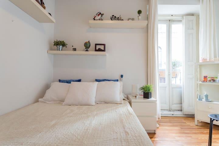 Cómoda habitación de matrimonio - Madrid - Apartamento