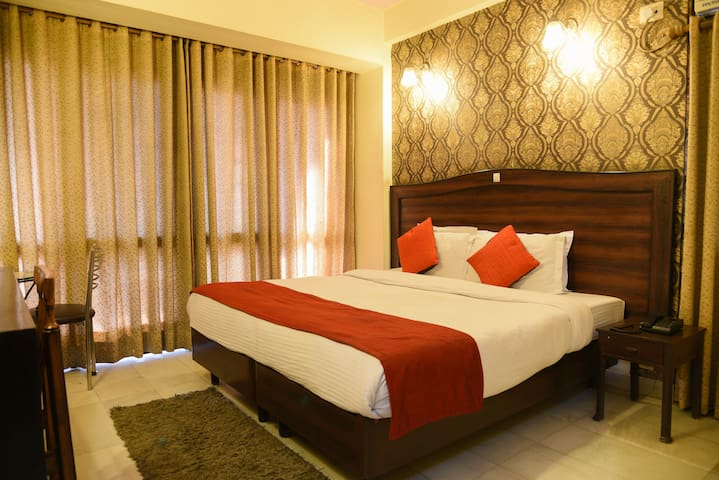 Rooms Near Max and Fortis Hospital Gurgaon