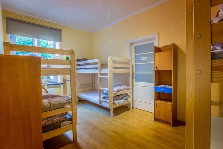 2 beds in 2 connected rooms for 12 (6+6) - Kraków - House