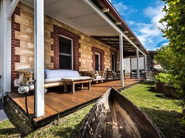 Funky Character Cottage - Entire Home for rent - Beaconsfield - Huis