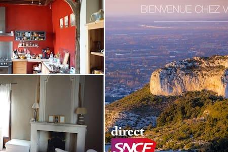 Votre maison du XVIIe en Provence - Tarascon - Rekkehus