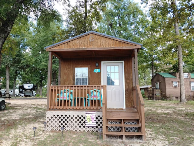 A Cabin for Two at the Frogg Hollar