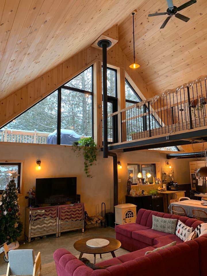Maison moderne en forêt