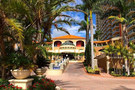 WALK to the BEACH - cozy 2/2 APT - Sunny Isles Beach
