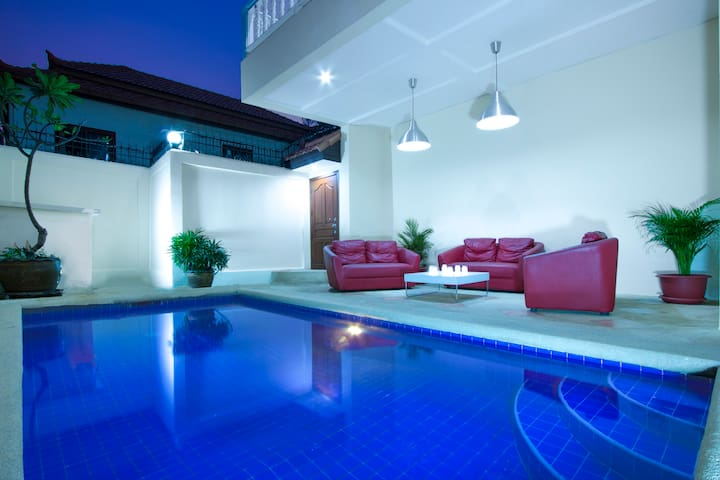 Avoca Pool Villa. Private Pool & Jacuzzi. 4bdr