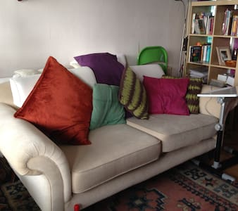Bright room, Kennington + spacious sofa - Londen