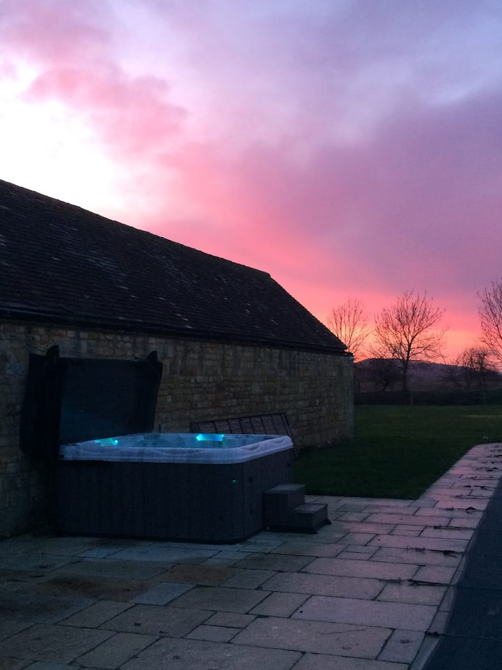 SWIFTS BARN: Tranquil Cotswold Retreat