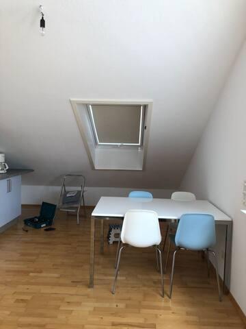 2Zimmer Küche Bad Balkon DG Wohnung in Linkenheim