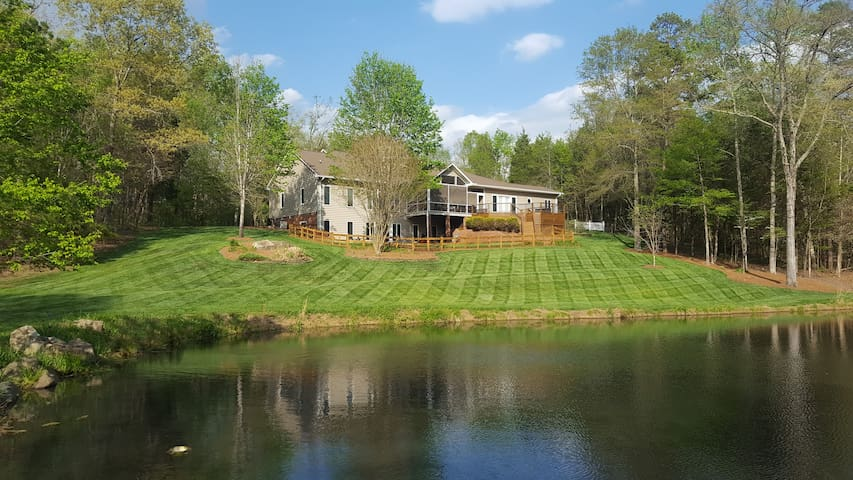 Private home on 10 acres with pond! - Mocksville - Talo