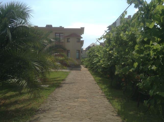 2-х э. дом с сауной и бассейном. - Sochi - Casa