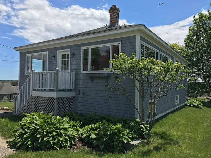 Cottage with Ocean Views on Pott's Point