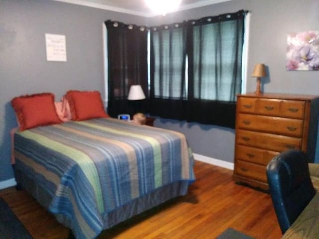 Large Comfy Value+ Bedroom in the Avenues