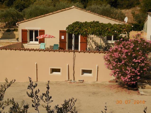 Gite de vacances avec piscine aux pieds Mt Ventoux - Le Barroux - Villa