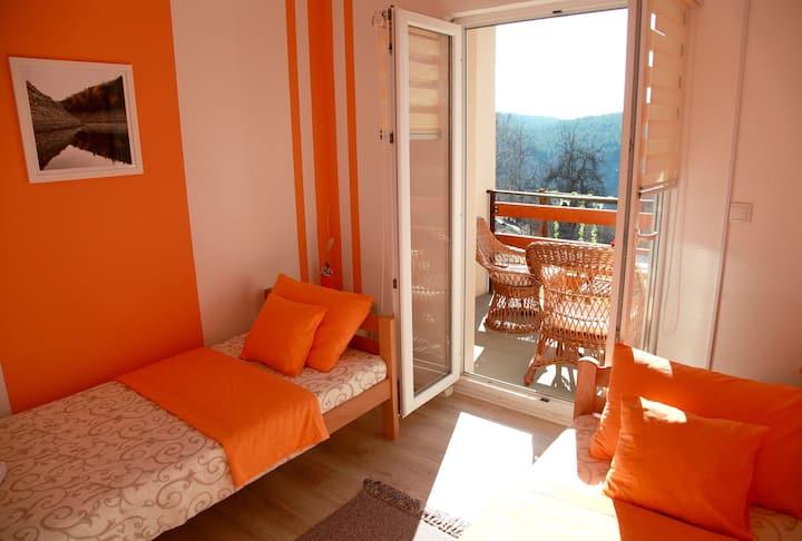 Biserna Dolina Uvac • Narandžasta soba