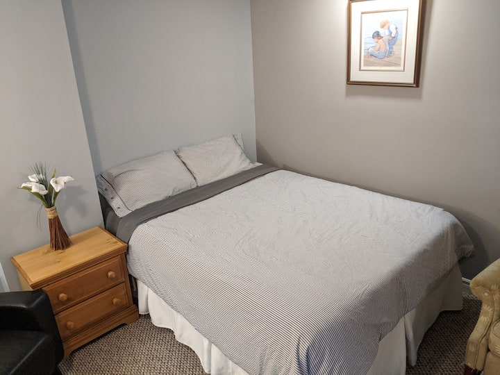 Private room & bathroom. Best for 2 ppl, can do 4.
