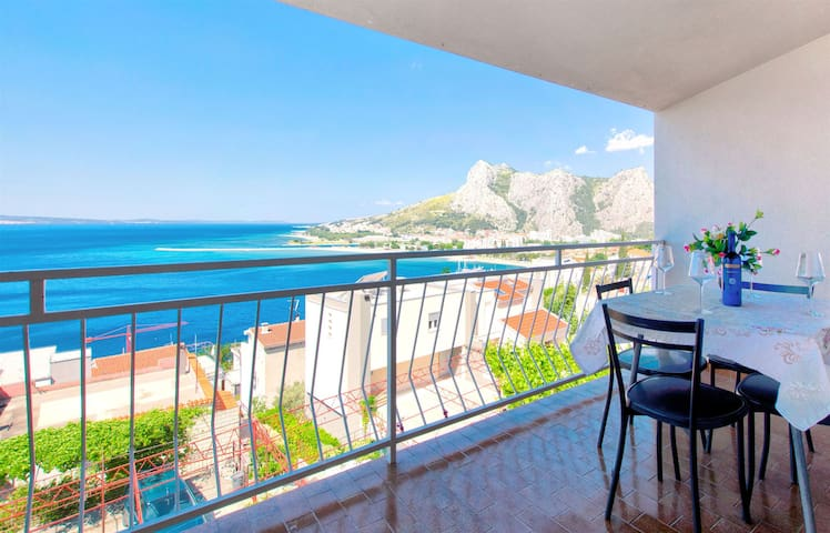 One bedroom Apartment, seaside in Omis, Balcony