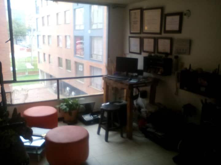habitación privada tv WiFi amoblada concina