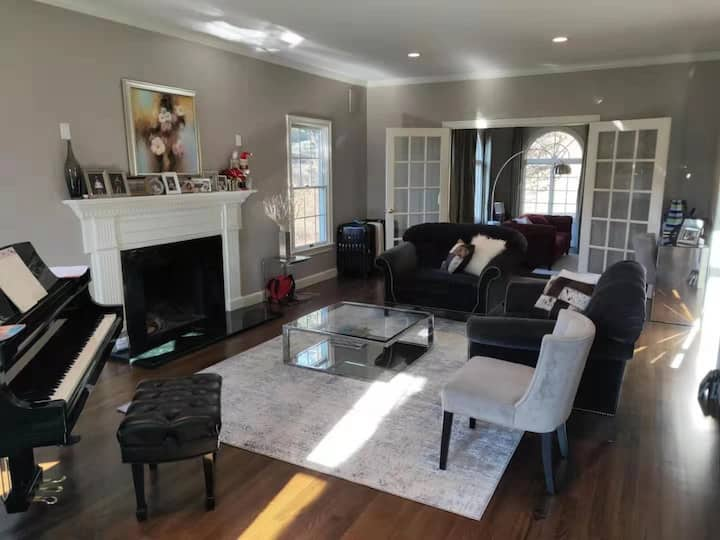 Quiet and charming first floor in private home