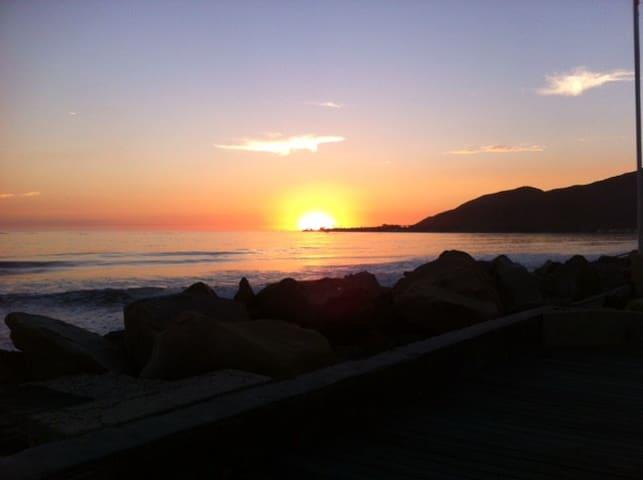 Beachfront Cottage, Solimar Beach - Ventura