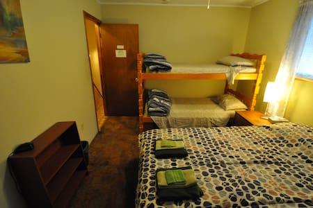Abrams Creek Guest House - Room L2 - Elk Garden