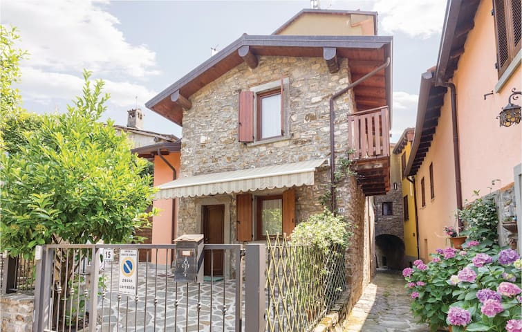 Holiday cottage with 1 bedroom on 70 m² in Foresto Sparso BG