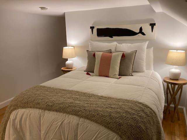 Master bedroom (only bedroom) - queen size bed