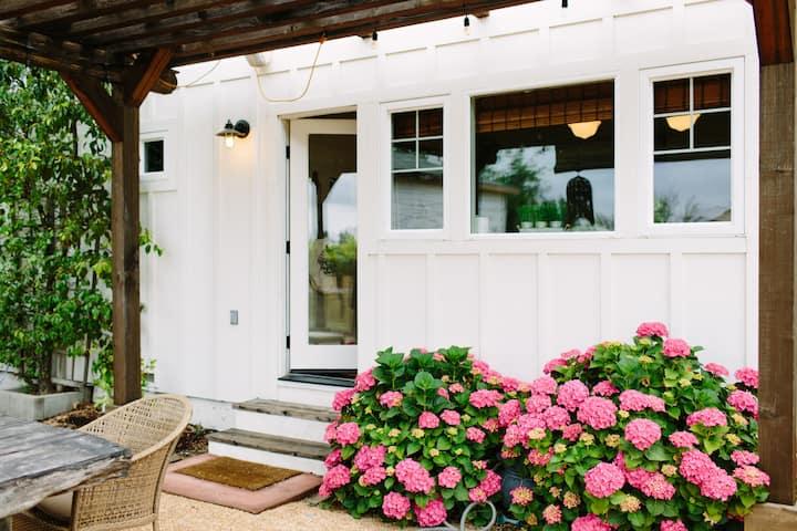 Tre Sorelle Cottage Modern Farmhouse on a Vineyard